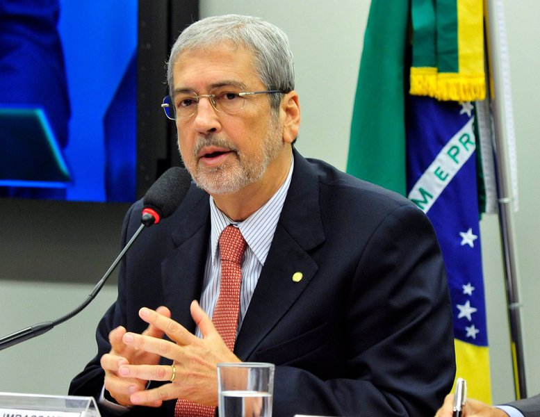 Deputado Antônio Imbassahy, do PSDB, também não esconde sua felicidade pelo pedido de impeachment da presidente Dilma Rousseff aceito pelo presidente da Câmara, Eduardo Cunha (PMDB-RJ), que está prestes a ter seu mandato cassado por corrupção; otucano considerou 'acertada a posição' de Cunha de dar prosseguimento ao golpe, que no seu entender, 'está fundamentado em argumentos mais do que suficientes para que a petista seja investigada'