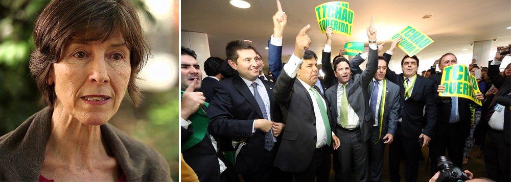 """""""E agora, a provar que a história se repete como farsa, nos vemos diante da iminência de uma nova catástrofe: a cassação de uma presidente séria, comprometida com o combate à corrupção, por uma Câmara comandada por um deputado acusado de vários crimes e repudiado pela população"""", diz a psicanalista Maria Rita Kehl; """"Talvez o pior não aconteça. Talvez o Brasil acorde durante o julgamento no Senado e perceba a gravidade do que está por vir. Ou então assistiremos, estarrecidos, à repetição de um golpe em nome da moralidade pública"""""""