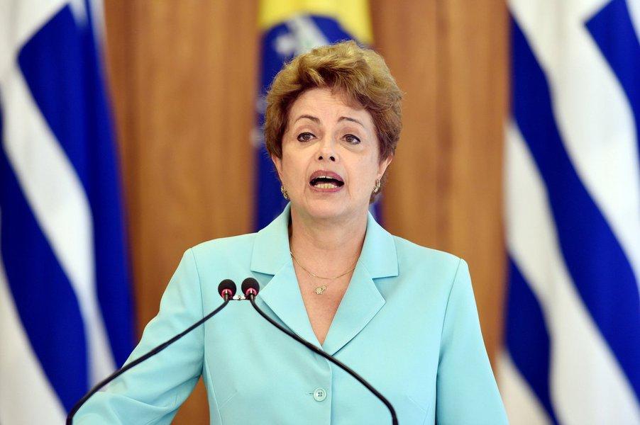 Dos 65 deputados titulares que compõem a comissão que analisa o pedido de impeachment da presidente Dilma Rousseff, oito são baianos: Lúcio Vieira Lima (PMDB), Benito Gama (PTB), Elmar Nascimento (DEM), João Carlos Bacelar (PTN), José Rocha (PR), Paulo Magalhães (PSD), Jutahy Júnior (PSDB) e Bebeto (PSB); quatro deles já se manifestaram abertamente favoráveis ao impedimento da presidente: Lúcio, Benito, Elmar e Jutahy; Bebeto ainda não se pronunciou, mas seu partido anunciou no início deste mês migração para a oposição, alegando que não acreditava mais na recuperação do governo