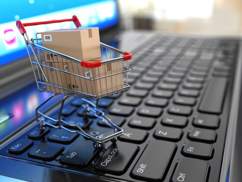 A verdade é que não existe nenhum segredo em ganhar dinheiro online; Como conta o Entrepreneur, as pessoas estão fazendo online as mesmas coisas que fazem há anos fora da internet – a única diferença é a escala com a qual o negócio pode ser feito