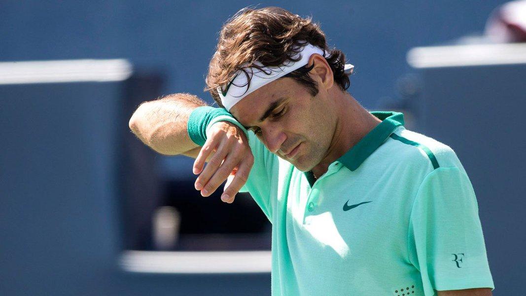 Tenista suíço, fora dos jogos por quase dois meses depois de romper o menisco, iria jogar com o argentino Juan Martin del Potro, que derrotou o ex-número um do mundo na final do US Open em 2009