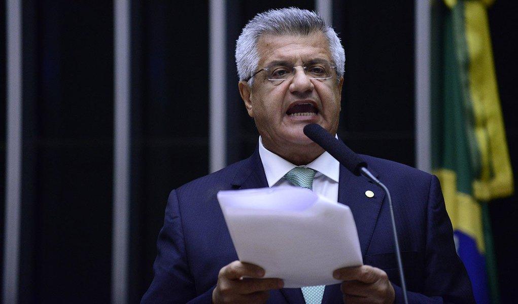 """O deputado Bacelar (PTN-BA) fez uma dura crítica aos deputados que abandonam o que acreditam para embarcar no projeto golpista da oposição; na tribuna, Bacelar disse que seu voto e suas convicções """"não estão à venda"""" e que o afastamento de Dilma Rousseff sem um crime de responsabilidade representa um """"golpe""""; """"No futuro, essa tentativa de impeachment que não tem base legal será conhecida como o golpe de 2016"""", disse comparando com o golpe militar de 1964"""