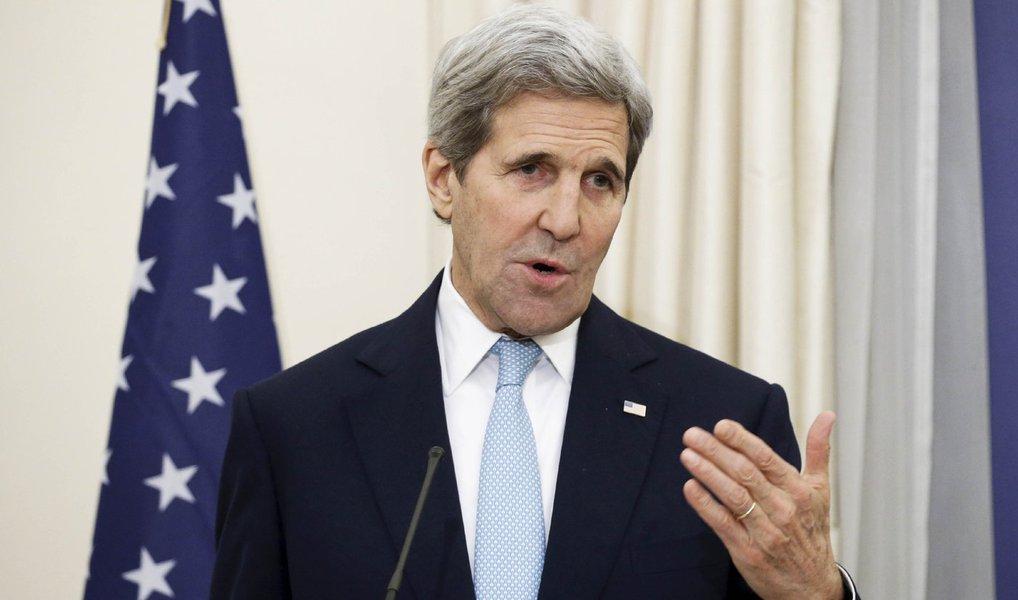 """Secretário de Estado norte-americano, John Kerry, disse que as conversas com a Rússia e parceiros de coalizão estão """"se aproximando de um entendimento"""" para a renovação de um cessar-fogo na Síria, incluindo nas redondezas da cidade de Aleppo; """"Estamos chegando perto de um lugar comum, mas ainda temos trabalho a fazer, e é por isso que estamos aqui"""", disse Kerry"""