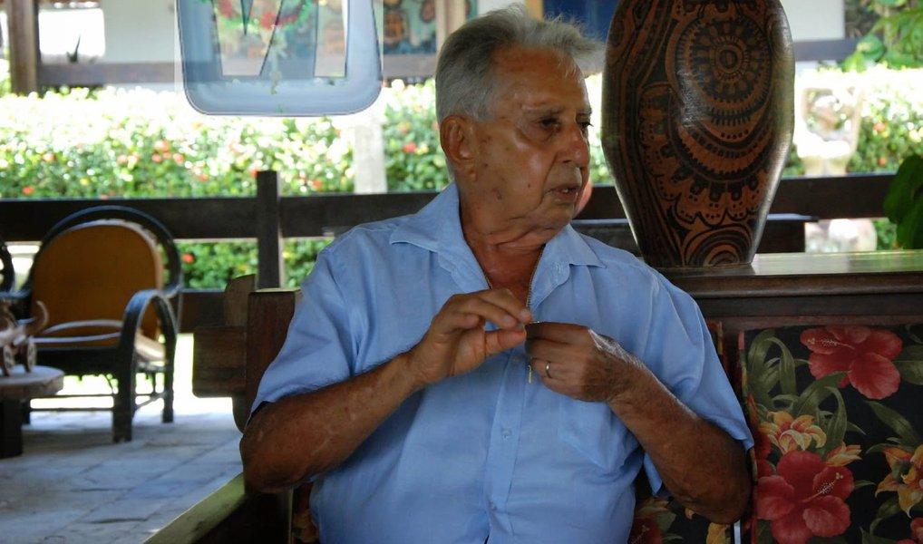 Corpo do ex-senador pernambucano Ney Maranhão, será velado na Assembleia Legislativa de Pernambuco (Alepe), político, que tinha câncer, estava internado no Hospital Jayme da Fonte, e morreu na manhã desta segunda-feira (11); ele ficou conhecido por ser um dos mais ferrenhos defensores do ex-presidente Fernando Collor de Melo (PTB). Ele foi contra o impeachment de Collor.; Ney Maranhão teve o mandato cassado pela ditadura militar, através do Ato Institucional nº 5 (AI-5), em 1968 e era o último parlamentar vivo que participou da sessão extra do Congresso Nacional convocada por ocasião do golpe, em 2 de abril de 1964, que tornou vaga a Presidência da República