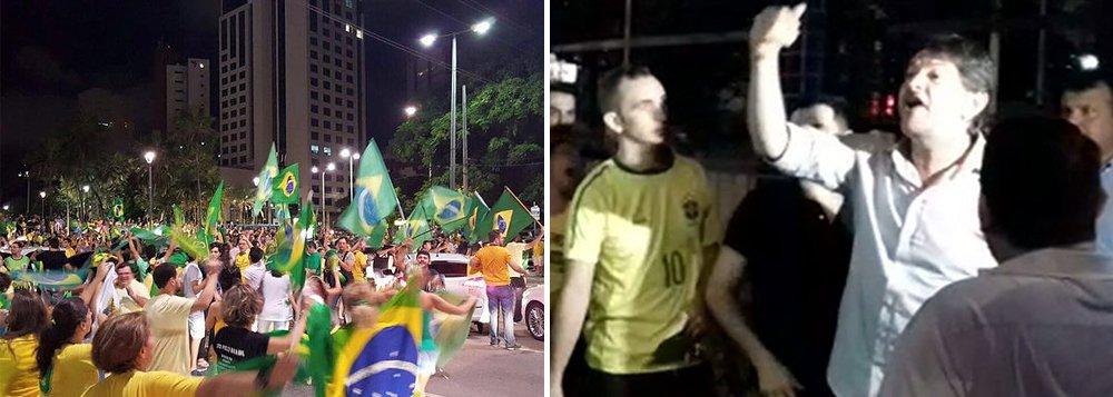 """""""O que vocês querem?"""", perguntou o ex-governador do Ceará e ex-ministro da Educaçãoao grupo que protestava do lado de fora do Palácio da Abolição;""""Queremos o Lula na cadeia e Dilma fora"""", disse um deles; Cid Gomes então perguntou quem eles queriam no lugar de Dilma e defendeu o respeito à Constituição; """"Bolsonaro, Bolsonaro, Bolsonaro"""", eram os gritos de alguns manifestantes"""