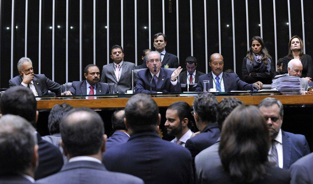 Como já era esperado tanto pelo governo quanto pela oposição, a maioria dos deputados membros da comissão especial do impeachment na Câmara votou a favor do parecer do relator Jovair Arantes (PTB-GO), que defende a abertura do processo de afastamento da presidente Dilm; deputados federais maranhenses que fazem parte da comissão, João Marcelo (PMDB), Júnior Marreca (PEN) e Weverton Rocha (PDT) votaram contra a abertura do processo de impeachment; votaram a favorJoão Castelo (PSDB), Juscelino Filho (DEM), Waldir Maranhão (PP), Eliziane Gama (PPS) e Sarney Filho (PV)