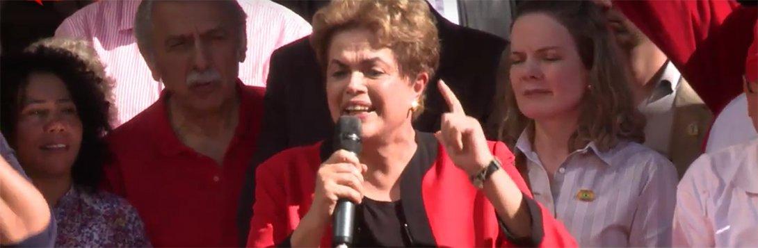 """Num duro discurso neste domingo, no Primeiro de Maio do Vale do Anhangabaú, em São Paulo, a presidente Dilma Rousseff afirmou que o golpe parlamentar em curso no Brasil visa destruir a Consolidação das Leis do Trabalho; """"Querem transformar a CLT em letra morta. Sabe como vão fazer isso? Dizendo que o negociado deve prevalecer sobre a lei. Ou seja: menos do que a lei. Nós aceitamos, desde que seja mais do que a lei"""", afirmou; Dilma disse ainda que os golpistas pretendem tirar 36 milhões de pessoas do Bolsa Família, mas anunciou um aumento médio de 9% nos benefícios; a presidente anunciou ainda a correção de 5% na tabela do Imposto de Renda e disse que o pré-sal será a """"primeira vítima"""" de promessa do vice-presidente Michel Temer de """"privatizar tudo o que for possível"""""""