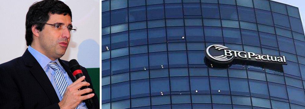 Queda das ações do banco já chega a 40% após a prisão do dono, André Esteves, no âmbito da Operação Lava Jato nesta quarta-feira; ele foi preso por estar atrapalhando as investigações, segundo a Polícia Federal; movimento afunda demais bancos listados na Bovespa: Itaú Unibanco, Bradesco, Banco do Brasil e Santander; Petrobras cai 6%
