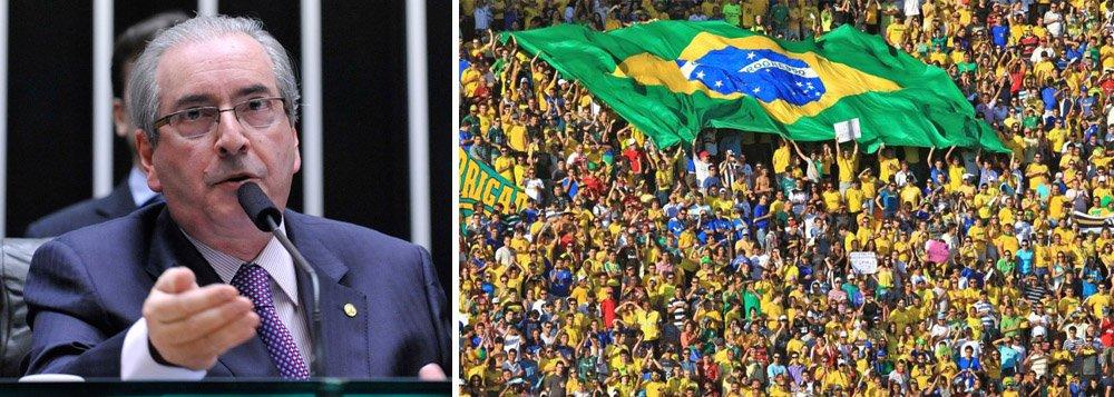 """Músico e militante contra o impeachment, Tico Santa Cruz diz que o presidente da Câmara, Eduardo Cunha (PMDB-RJ), """"montou seu circo de horrores para um domingo, dividiu o povo em 2 lados e vai seguindo seu caminho sem ser importunado pela justiça"""""""