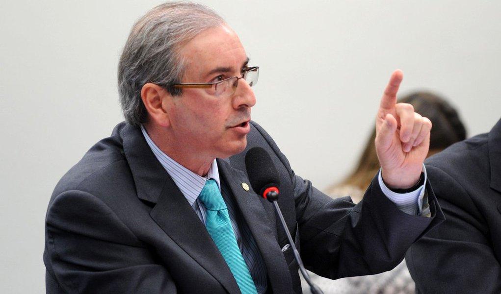 O processo de cassação contra Eduardo Cunha (PMDB-RJ) na Câmara chegou ao seu prazo limite na última sexta (22) sem ter atingido nem a metade da fase de instrução e sob ameaça de voltar à estaca zero; protocolada em 13 de outubro e efetivamente instaurada em 3 de novembro, a investigação deveria ter um desfecho em até 90 dias úteis; além disso, nesta última semana de abril deve começar a funcionar a Comissão de Constituição e Justiça (CCJ), a principal da Casa, que irá analisar recursos do presidente da Câmara e de aliados que pedem a anulação de todo o trabalho feito até agora pelo Conselho de Ética