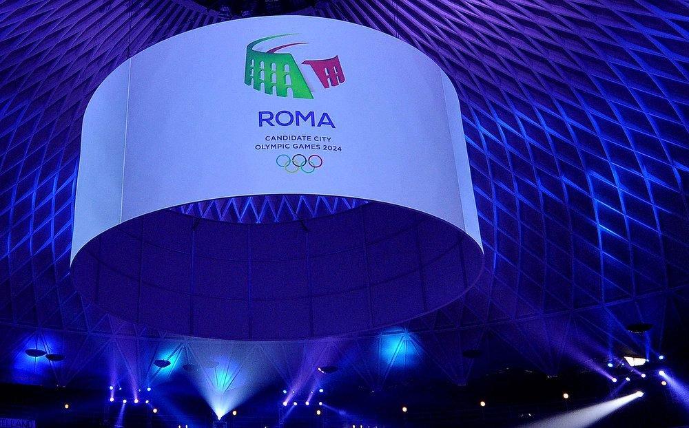 A imagem retrata o monumento histórico do Coliseu com as cores da bandeira do país: verde, branco e vermelho; O logo será apresentado junto com a candidatura da capital italiana às Olimpíadas; A eleição da cidade que receberá a competição está marcada para 13 de setembro de 2017, durante uma reunião do Comitê Olímpico Internacional (COI), em Lima, no Peru