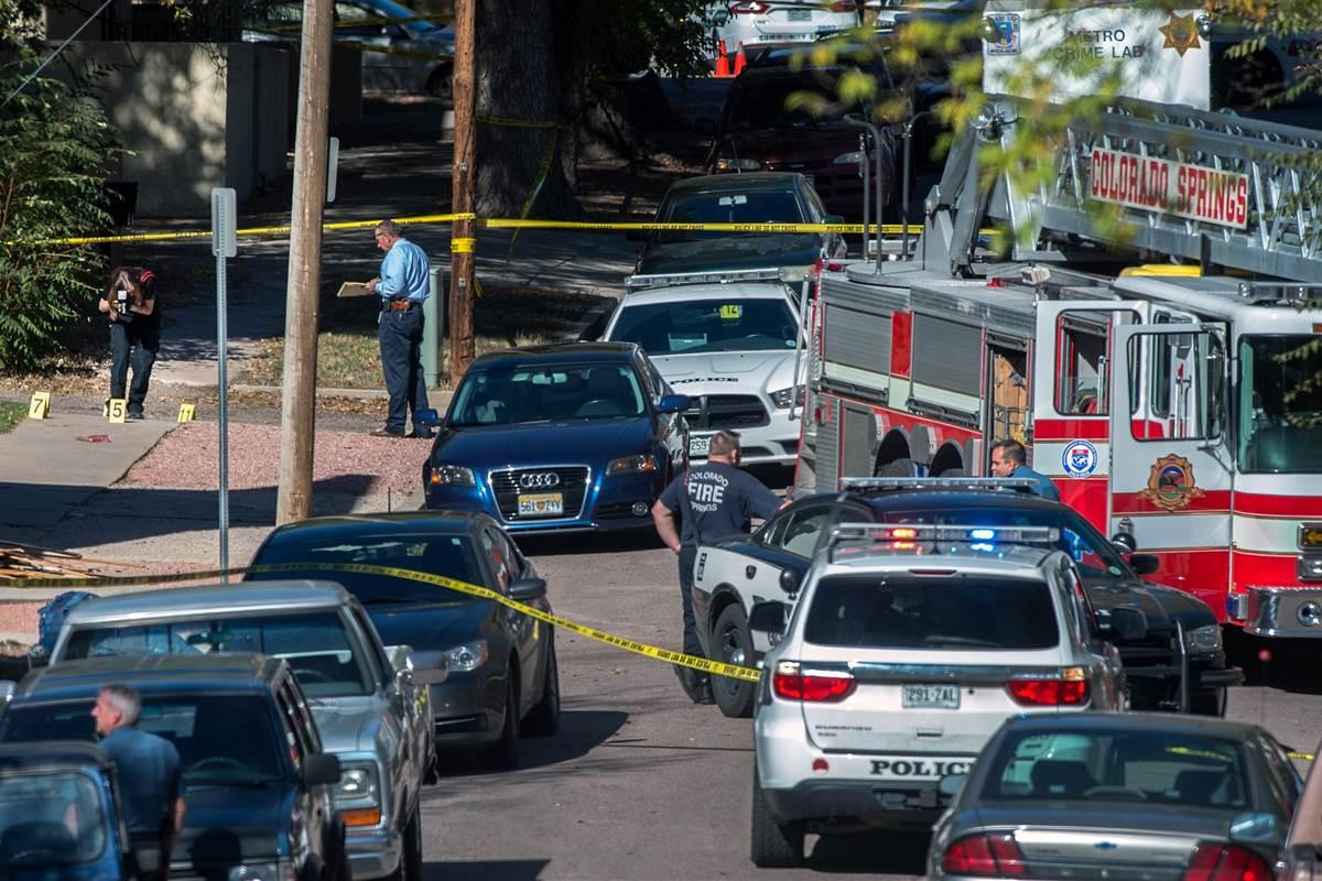 Nove pessoas ficaram feridas em um ataque em Colorado Springs, estado do Colorado (EUA). As vítimas foram atingidas por um homem que disparou com uma espingarda no Planned Parenthood, um centro de planejamento familiar; o atirador foi capturado, após pelo menos três horas de cerco policial