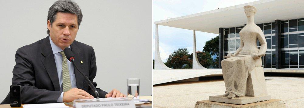 """Segundo a colunista Mônica Bergamo, deputados do partido acusarão o presidente da Câmara, Eduardo Cunha (PMDB), de tentar chantagear três parlamentares da legenda que integram a Comissão de Ética da Câmara: """"Ele estava claramente chantageando. Não aceitamos a chantagem. No mesmo dia em que anunciamos que votaríamos pela admissibilidade das investigações contra ele, Eduardo Cunha dá seguimento ao impeachment"""", diz o deputado Paulo Teixera, vice-líder do partido na Câmara; em artigo no blog da Cidadania, Eduardo Guimarães antecipou a 'conduta criminosa de Cunha'"""