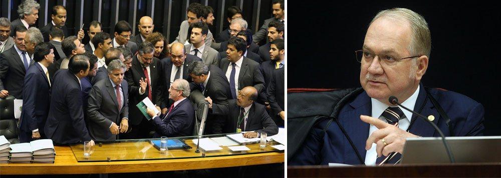 """""""Ao suspender liminarmente ontem a instalação da comissão especial do impeachment eleita por voto secreto o ministro Luiz Edson Fachin sinalizou que o STF não permitirá pedaladas constitucionais para viabilizar o afastamento da presidente Dilma Rousseff em processo que caracterize golpe parlamentar"""", afirma a colunista do 247 Tereza Cruvinel; segundo ela, com a freada de Fachin, o jogo de Eduardo Cunha parou: """"E o governo terminou com uma importante vitória uma noite qualificada como de primeira grande derrota na batalha do impeachment"""""""