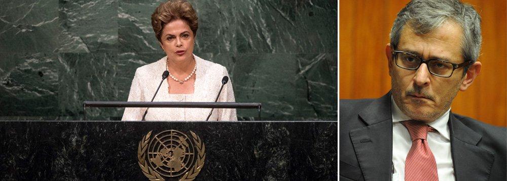 """Jornal de Otavio Frias diz que a presidente Dilma Rousseff """"abalará mais um pouco a imagem do Brasil"""" se """"alimentar a convicção esdrúxula e que a imprensa internacional vai apoiá-la contra o impeachment"""": 'Nas Nações Unidas, a presidente colherá quando muito apoios de aliados latino-americanos de menor envergadura, como Evo Morales. O restante dos presentes à cerimônia de assinatura do Acordo de Paris decerto tomarão como insólita (se não oportunista) a tática de instrumentalizar uma reunião sobre mudança do clima para fazer propaganda dirigida ao público brasileiro e, pior, em causa própria, não no interesse nacional', afirma"""