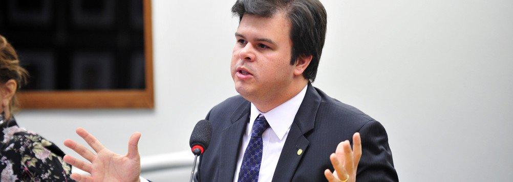 Apesar de o PSB, liderado na Câmara por Fernando Filho (PE), ter orientado sua bancada, de 32 deputados, pela posição a favor do impeachment contra a presidente Dilma - sem punições aos que não votarem - deputados sinalizaram de que podem mudar de opinião até este domingo (17); dois deles são de Pernambuco: Gonzaga Patriota e Marinaldo Rosendo, que estariam dispostos pelo menos optar pela abstenção; as informações dão conta de que a legenda também pode perder os votos contra o impeachment dos parlamentares José Reinaldo (MA) e Júlio Delgado (MG)