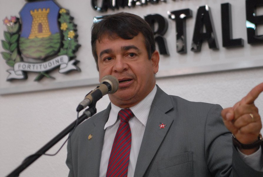 """Para Ronivaldo Maia (PT), o pedido de desculpas do juiz Sérgio Moro pelo vazamento de áudios do ex-presidente Lula não o exime do descumprimento da Constituição. """"São a confirmação de que a passionalidade subiu à cabeça"""", disse"""