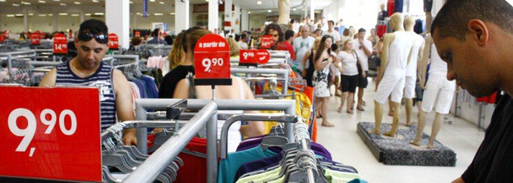 A Fundação Getulio Vargas informou nesta quarta-feira que o seu Índice de Confiança do Consumidor (ICC) avançou 2,5 pontos em janeiro, alcançando 67,9 pontos; o Índice de Expectativas teve avanço de 3,4 pontos, indo a 70,0 pontos; já o Índice da Situação Atual (ISA) apresentou alta de 1,1 ponto, alcançando 67,5 pontos no mês