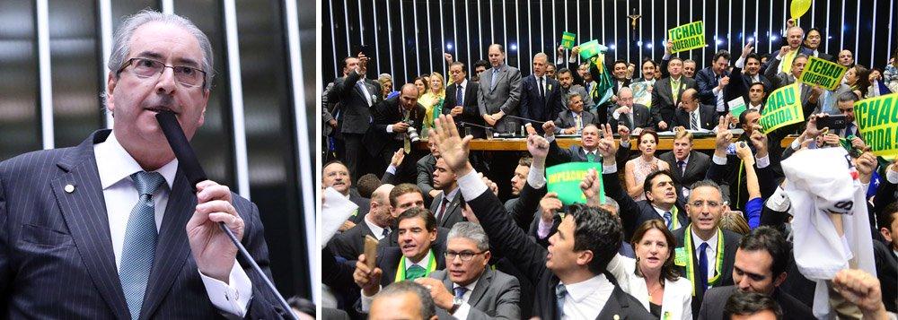 """""""O dia 17 de abril de 2016 ficará registrado como um dos mais tristes da nossa História. Ante a incredulidade do mundo, conduzida por um personagem que é a epítome do que há de pior na política nacional, a Câmara dos Deputados decidiu autorizar o processo de afastamento da presidenta honesta, contra a qual não há acusação jurídica que se sustente"""", diz o colunista Marcelo Zero; """"Nessa ópera-bufa do golpe, os personagens são patéticos. As justificativas para o injustificável beiram o grotesco. Na votação, muitos dos golpistas falaram em Deus, família, etc., mas foram incapazes de apresentar um único argumento sólido para justificar seu crime contra a democracia. Durante muito tempo, as imagens do espetáculo ridículo percorrerão o mundo provocando risos de escárnio e de incredulidade"""""""