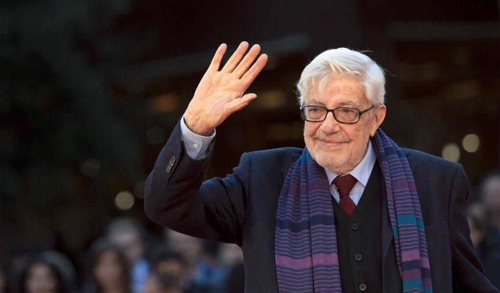 """Responsável por filmes como """"Um Dia Muito Especial"""" e """"A Família"""", o cineasta foi um dos produtores mais destacados do cinema italiano e o primeiro-ministro, Matteo Renzi, declarou que sua morte """"deixa um enorme vazio na cultura italiana""""; ganhador do prêmio de melhor roteiro no Festival de Cannes em 1980 por """"O Terraço"""", ele trabalhou com alguns dos mais destacados representantes do cinema do país, como Marcello Mastroianni, Vittorio Gassman, e Sophia Loren, e foi reconhecido como um dos criadores da moderna comédia italiana"""