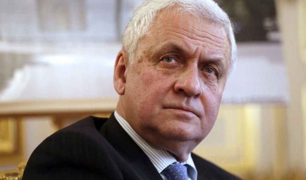 """Embaixador russo em Paris, Alexander Orlov, afirmou que a Rússia está pronta a """"formar um Estado-Maior comum"""" contra o grupo Estado Islâmico, incluindo a França, os Estados Unidos e a Turquia, apesar da tensão provocada pela derruba de um caça russo por forças turcas nesta terça-feira (24); """"Estamos prontos para todas as formas de planejamento conjunto sobre as posições do Daech (nome árabe do Estado islâmico) e para constituir um Estado-Maior comum com a França, com a América e com todos os países que quiserem entrar nessa coligação"""", disse"""