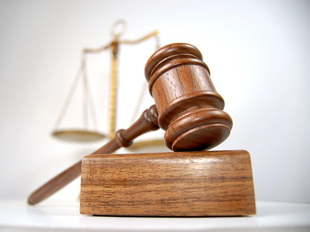 Acusado de fraude em contratos de licitação de transporte escolar, o ex-prefeito de Trairi, Dr. Noronha, teve a quantia de R$ 1,8 milhão em bens bloqueados pela justiça. Ele esteve à frente da prefeitura entre 11 de março de 2013 a 31 de maio de 2014 devido ao afastamento da prefeita eleita