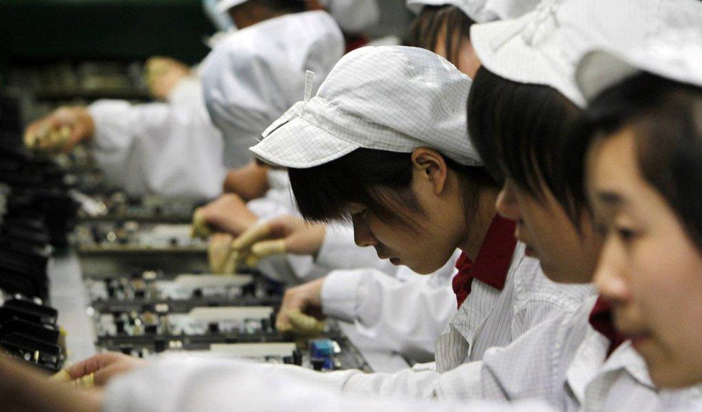 Os dados da atividade econômica na China vieram mais fortes que o esperado em novembro, com a produção industrial subindo a um pico em cinco meses, sinalizando que a série de medidas de estímulos implementada por Pequim pode ter segurado a frágil economia chinesa