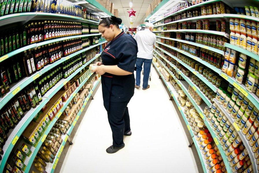 O Índice Nacional de Preços ao Consumidor Amplo (IPCA) acelerou a alta a 1,01% em novembro, depois de subir 0,82% em outubro, informou o IBGE;no acumulado em 12 meses até novembro, o IPCA subiu 10,48% em novembro, superando a barreira dos dois dígitos pela primeira vez em 12 anos