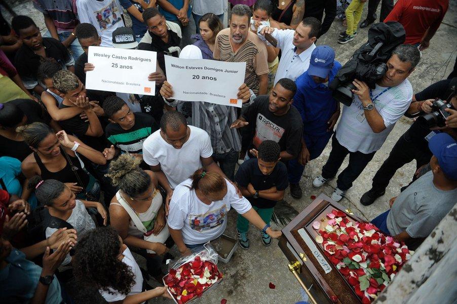 A execução de 5 jovens no Rio de Janeiro foi tão cruel e sanguinária que até o Estado Islâmico ficaria envergonhado de assumir a autoria de um atentado tão covarde. E o mais triste nessa história toda é saber que o crime foi praticado por quem deveria proteger