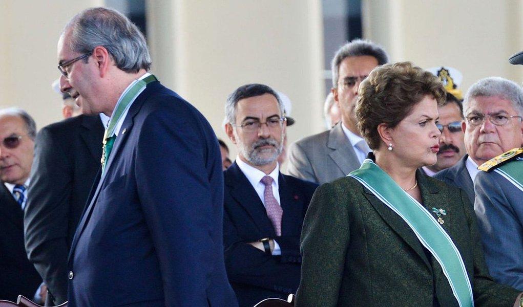 """""""Dilma fez as mesmas operações contábeis que FHC fez e que os governadores do PSDB ainda fazem. E o fez não para desviar dinheiro público, como Cunha fez, mas para manter programas sociais imprescindíveis ao bem-estar do povo brasileiro"""", afirma Marcelo Zero, em artigo no 247, sobre o argumento do impeachment movido pela oposição contra a presidente Dilma Rousseff; além da ilegitimidade, o sociólogo aponta a legalidade questionável do processo, por ter sido iniciado por Eduardo Cunha, """"em claro ato de vingança política motivada por interesses torpes e corruptos""""; """"No fundo, trata-se de uma grande e suja pedalada imoral contra o Brasil"""", diz; leia íntegra"""