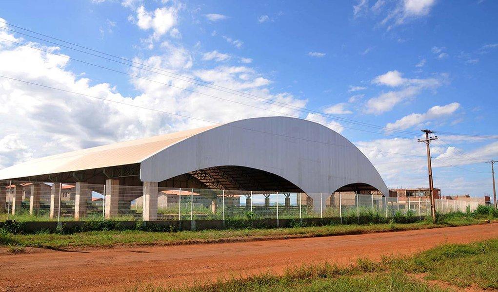 Prefeito Carlos Amastha (PSB) assina nesta quinta-feira, 26, a ordem de serviço de conclusão da Escola de Tempo Integral (ETI) da quadra 1.306 Sul; construção da ETI está com aproximadamente 40% concluída e a partir da assinatura, a empresa vencedora da licitação, Hikari Construções Ltda, terá um prazo de no máximo 12 meses para concluir as obras; investimento nas obras é de R$ 8.005.911,31