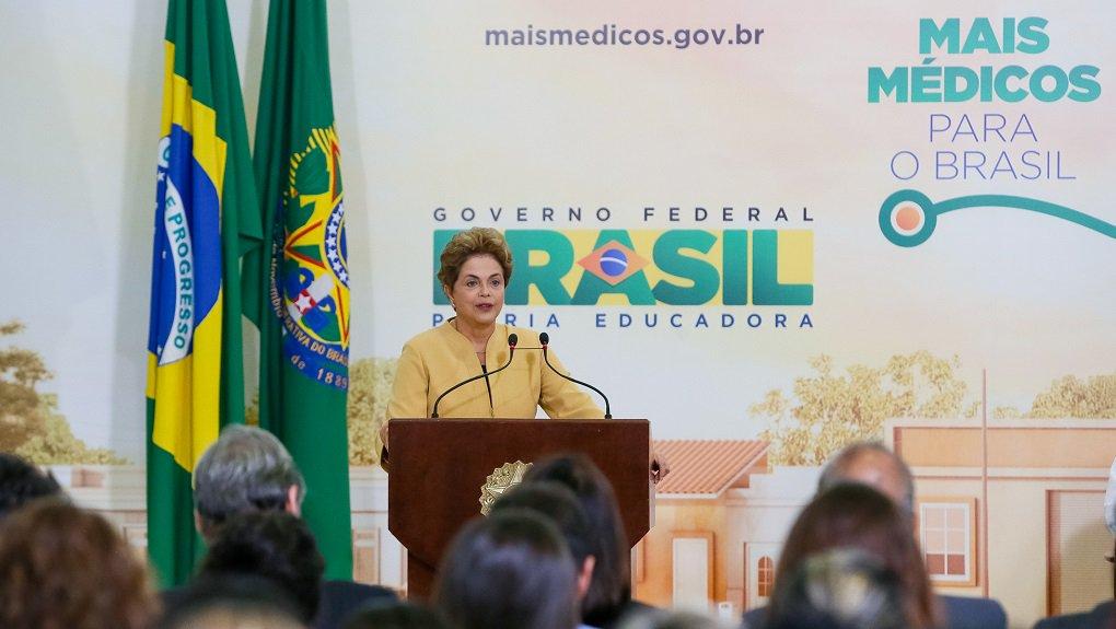 Brasília - DF, 29/04/2016. Presidenta Dilma Rousseff durante cerimônia de anúncio da prorrogação da permanência dos médicos brasileiros formados no exterior e estrangeiros no Programa Mais Médicos. Foto: Roberto Stuckert Filho/PR