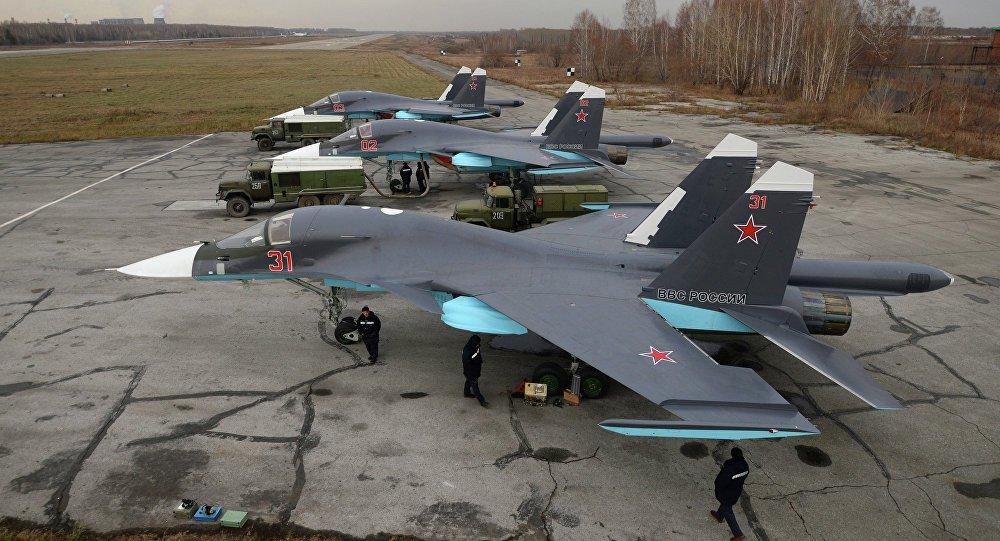 Jatos russos Su-34 voaram nesta segunda-feira na Síria pela primeira vez com mísseis de combate aéreo para autodefesa, com alcance de até 60 quilômetros, menos de uma semana após um F-16 turco derrubar um caça russo; Rússia já havia deslocado um moderno sistema de mísseis antiéreo para região