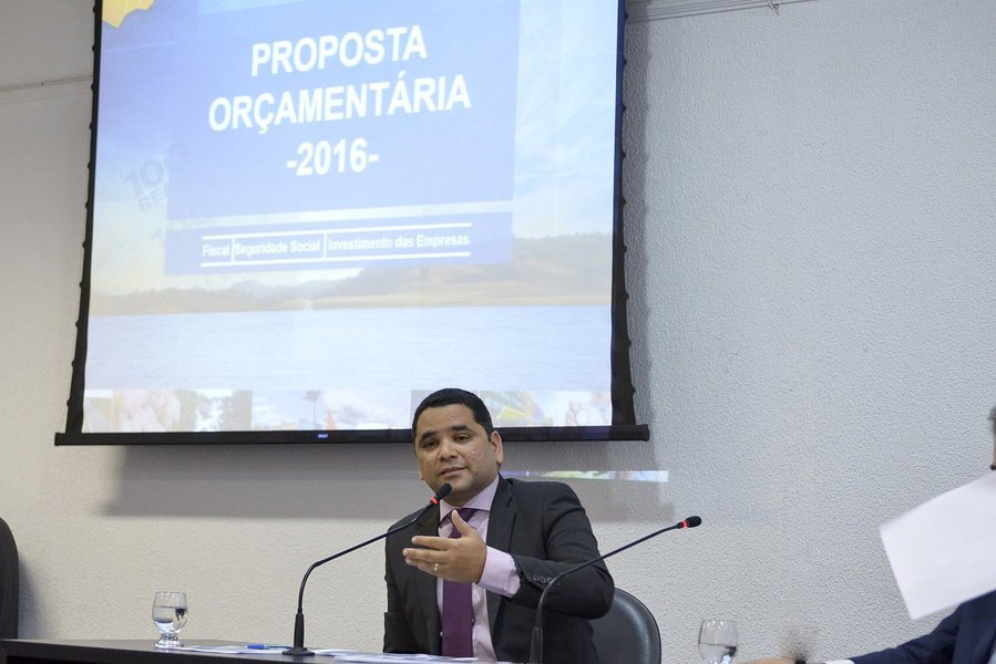 Orçamento de Goiás para o exercício de 2016 será de 25,2 bilhões; investimentos em obras e programas serão de orçamento de R$ 1,8 bilhão, além da garantia a programas sociais como o Bolsa Universitária e o Renda Cidadã; apesar da crise, as áreas de Educação, Saúde e Segurança Pública terão acréscimo de recursos para o ano que vem; outra previsão é para os programas apoiados pelo Inova Goiás; Superintendente de Orçamento e Despesa da Segplan, Gilson Amaral, disse que a proposta orçamentária do Estado para 2016 é realista, tendo-se em vista a atual crise econômico-financeira do País
