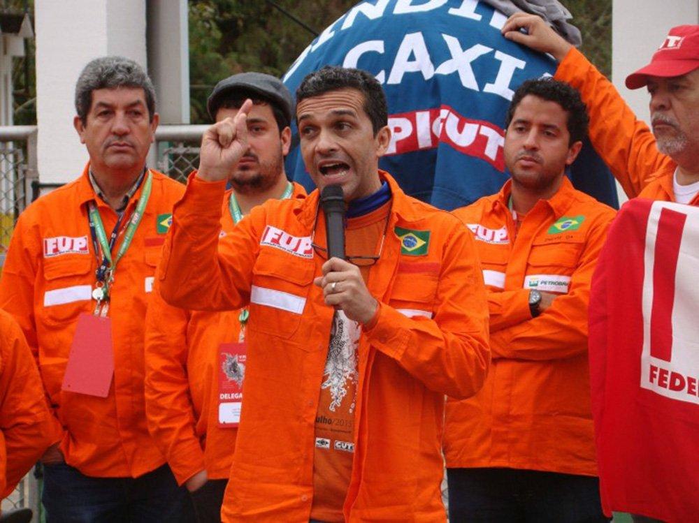 """Sindicatos de funcionários da Petrobras iniciam nesta semana reuniões com a categoria para discutir o futuro da petroleira diante do risco de impedimento da presidente Dilma Rousseff e poderão decidir por uma greve; """"Vamos trabalhar para que esse processo não vá adiante no Senado"""", disse o coordenador-geral da Federação Única dos Petroleiros (FUP), José Maria Rangel"""