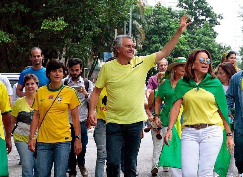 """Líder do Democratas no Senado, que é de Goiás, participou do protesto de domingo contra a corrupção em São Paulo e exigiu a saída da presidente Dilma; ele prevê a abertura da comissão que vai julgar o impeachment já nesta semana e que processo deve ser concluído antes do recesso de julho; """"Teremos uma maioria segura de até 400 deputados.Indiscutivelmente, nenhum parlamentar vai votar contra sua base"""", profetiza"""