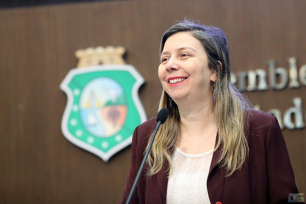 A deputada Rachel Marques (PT_ declarou que não existe perspectiva de paralisação nas obras do Cinturão das Águas do Ceará (CAC), em discurso na Assembleia Legislativa nesta terça-feira (20). Ela destacou matéria publicada na imprensa que afirma que a obra irá receber aporte de R$ 40 milhões do BNDES e de R$ 20 milhões da União
