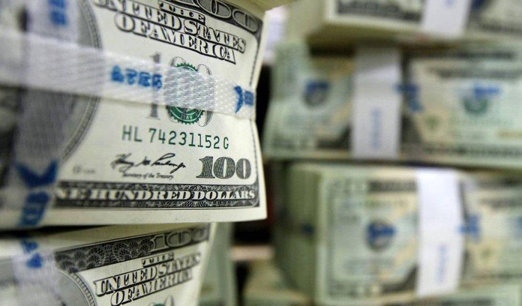 Déficit das transações correntes em outubro chegou a US$ 4,166 bilhões, em outubro, acumulando US$ 53,474 bilhões nos dez meses do ano; em outubro do ano passado, saldo negativo era de US$ 9,316 bilhões e no acumulado de dez meses, US$ 83,379 bilhões