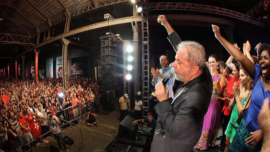 """Ao mostrar que Lula é o melhor presidente da história para 37% dos brasileiros, Datafolha mostra que, no centro do maior e mais prolongado escândalo midiático que o Brasil já conheceu, a Lava Jato não foi capaz de cumprir sua missão política real: eliminar Lula e o PT da cena política; é o que afirma o jornalista Paulo Moreira Leite, diretor do 247 em Brasília; """"Isso permite prever que novos ataques continuarão, cada vez mais próximos de Lula e Dilma"""", diz; """"Colocando Lula num patamar altamente competitivo, os 37% mostram que o eleitorado tem uma grande identidade com as conquistas ocorridas no país a partir de 2003, lembrando o risco que o governo Dilma corre quando ameaça se afastar delas"""", acrescenta"""