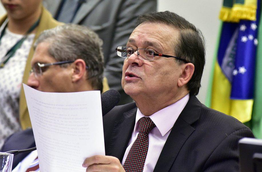 """Famoso por suas ligações com notórios bandidos, o deputado Jovair Arantes (PTB-GO) foi poupado pela mídia golpista. A revista Veja, por exemplo, optou por """"arquivar"""" velhas denúncias que publicou contra o agora impoluto e ético """"relator do impeachment"""""""
