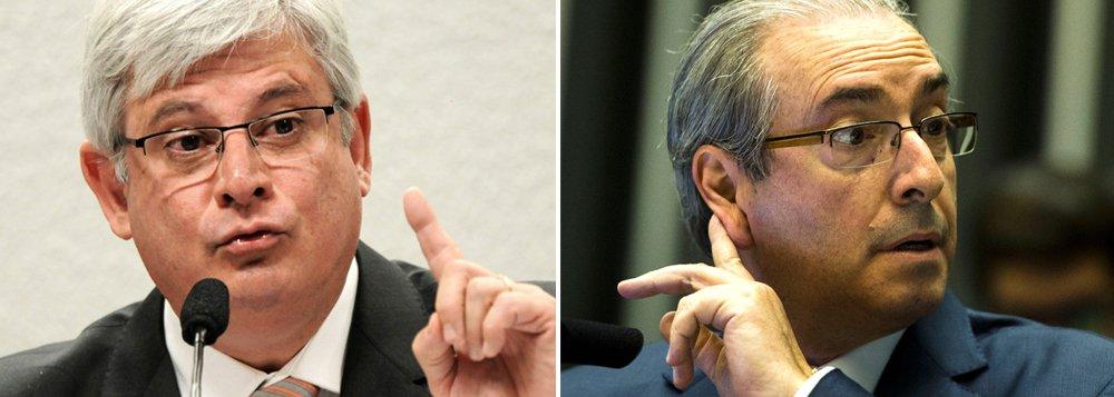 Eduardo Cunha (PMDB) não esconde de aliados que a decisão de aceitar o pedido de impeachment contra a presidente Dilma Rousseff não é apenas vingança pelo fato do PT ter anunciado voto pela sua cassação no Conselho de Ética; mas principalmente para tentar se proteger de um pedido de seu afastamento da presidência da Câmara, que está na iminência de ser feito do procurador-geral da República, Rodrigo Janot, ao Supremo Tribunal Federal (STF); Cunha desafia Janot ao acreditar que um pedido seu ao STF pode ser classificado como iniciativa pró-governo, para livrar Dilma Rousseff do processo de impeachment; PGR já tem elementos suficientes para pedir que o Supremo afaste Cunha da presidência, inclusive uma representação de cinco partidos