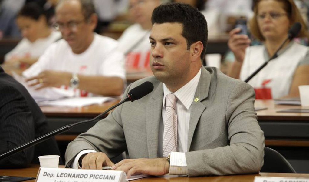 Líder do PMDB na Câmara dos deputados, Leonardo Picciani (RJ), disse que procurou indicar deputados que não disseram se são a favor ou contra o processo de impeachment; são eles: Celso Maldaner (SC), Daniel Vilela (GO), Hildo Rocha (MA), João Arruda (PR), José Priante (PA), Leonardo Picciani (RJ), Rodrigo Pacheco (MG) e Washington Reis (RJ); como suplentes para a comissão, indicou os deputados Alberto filho (MA), Edio Lopes (RR), Elcione Barbalho (PA), João Marcelo Souza (MA), Marx Beltrão (AL), Newton Cardoso JR (MG), Sergio Souza (PR) e Vitor Valim (CE)
