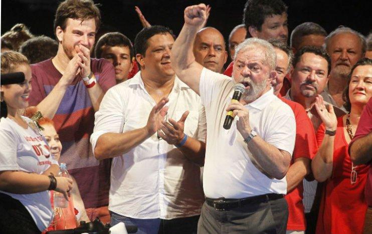 Lula participa de ato cultural pela democracia na Lapa (RJ)