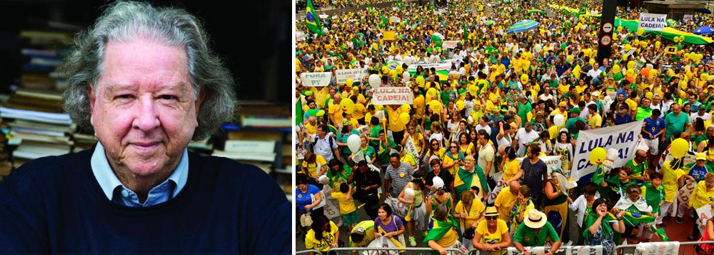 """Criador do uniforme da Confederação Brasileira de Futebol (CBF), o jornalista, escritor e desenhista gaúcho Aldyr Schleefez duras críticas ao uso da camisa da seleção canarinha nas manifestações contra a corrupção e contra o governo da presidente Dilma Rousseff; """"Infelizmente, ela está sendo usada apesar de todas as safadezas da CBF. Ela está sendo usada como símbolo de uma campanha anti-PT, anti-Dilma, anti-Lula"""", afirmou; """"O símbolo da corrupção está sendo usado em uma campanha contra a corrupção"""", criticou Schlee"""