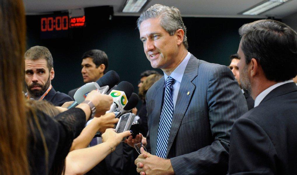 """Líder do PSD na Câmara e presidente da comissão do impeachment, Rogério Rosso (DF) afirmou nesta quarta-feira, 13, que a posição pela saída da presidente Dilma Rousseff tem o apoio da """"ampla maioria"""" dos deputados da bancada, que tem atualmente com 36 deputados federais; """"Mas o PSD sempre respeita, inclusive, em algumas matérias mesmo tendo minoria, ele respeitou nos encaminhamentos de votação, mesmo com posição partidária"""", disse Rosso, após reunião com o ministro das Cidades, Gilberto Kassab, presidente nacional do PSD; decisão sobre se haverá orientação a favor do processo, na votação em plenário, deverá ser anunciada no início da noite"""