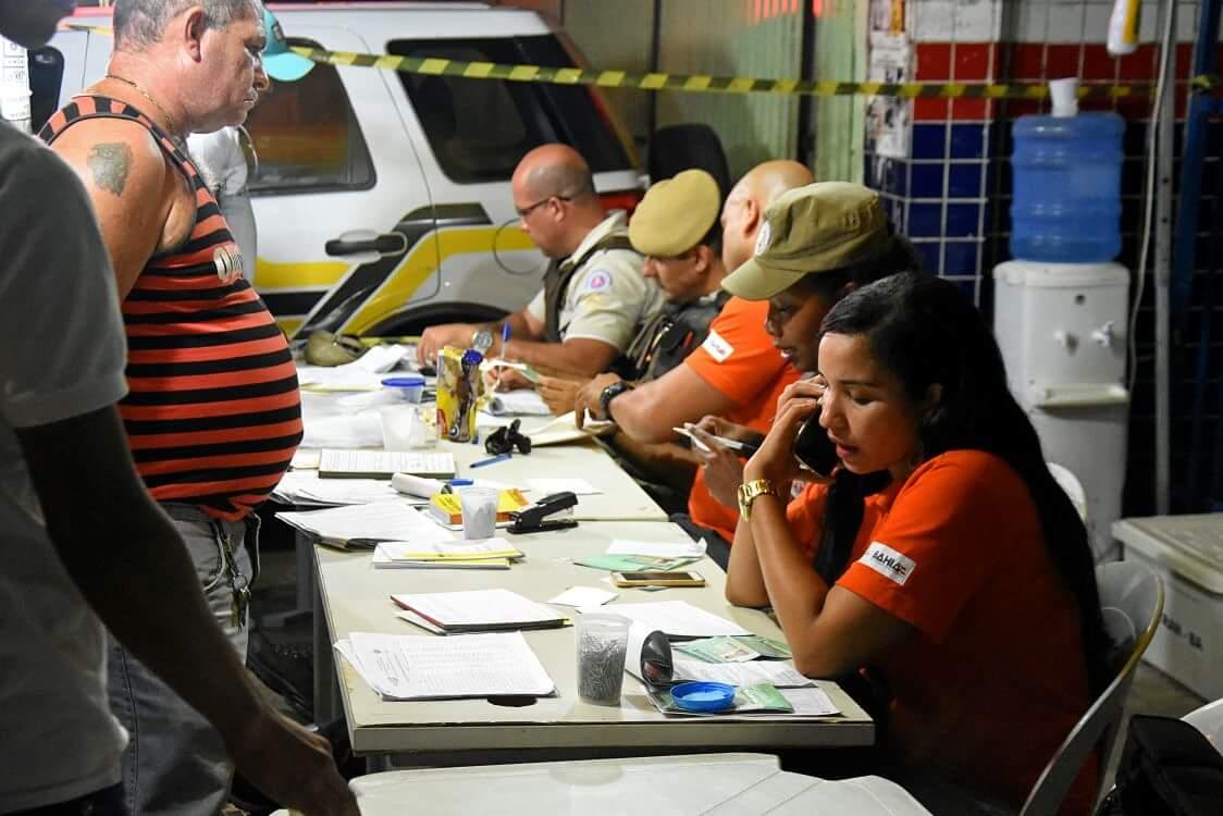 De quinta-feira (21) a sábado (23), a operação realizada pelo Detran em parceria com a Polícia Militar resultou na abordagem de 261 veículos em Salvador; também foram registradas 103 autuações e a apreensão de 23 veículos; 27 sete motoristas se recusaram a soprar o bafômetro, quatro foram reprovados no teste e dois encaminhados à delegacia