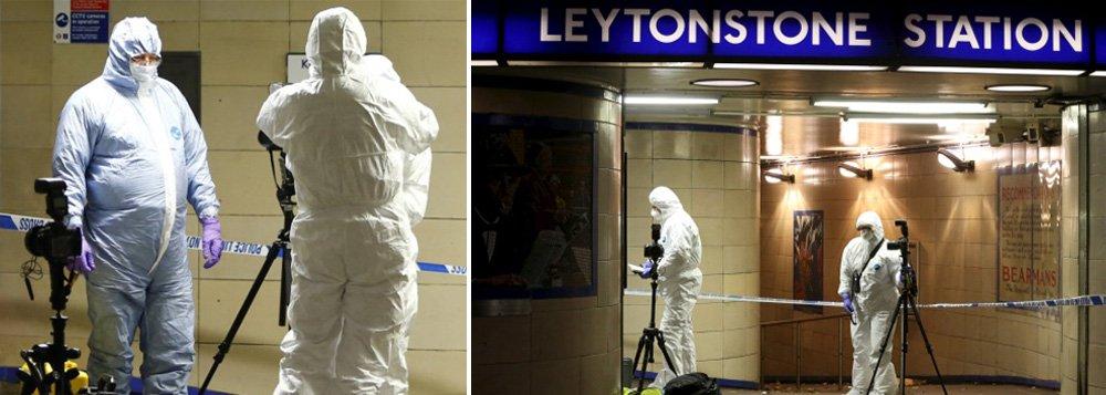 """Um homem portando uma faca atacou uma pessoa em uma estação de metrô a leste de Londres no sábado, 5, supostamente gritando """"isto é pela Síria""""; """"Estamos tratando isso como um incidente terrorista"""", disse Richard Walton, que lidera o Comando Contraterrorista da Polícia Metropolitana de Londres"""