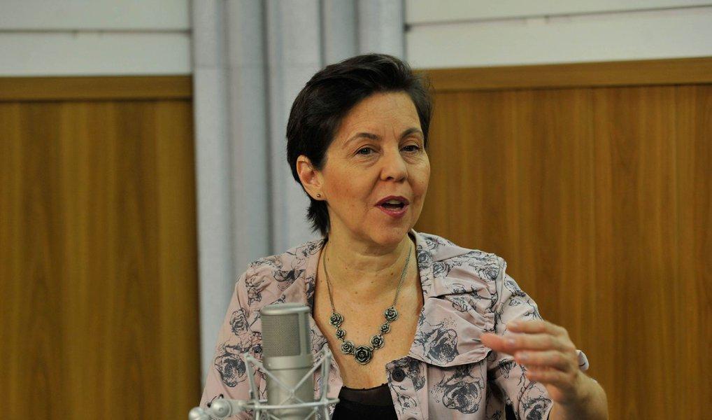 """""""Não é apenas uma questão de golpe, mas de interromper um projeto que está em curso há 13 anos"""", diza ministra do Desenvolvimento Social e Combate à Fome, Tereza Campello; """"Estamos vivendo um momento em que está em jogo essa política. O risco é de vivermos retrocesso [caso haja impedimento da presidenta Dilma]"""", completou; para ela, """"não se pode jogar a democracia no lixo, como estão querendo fazer"""""""