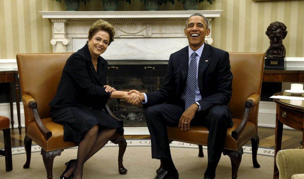 """O presidente dos Estados Unidos, Barack Obama, telefonou nesta segunda (14) à presidente Dilma Rousseff para agradecer a liderança brasileira para o sucesso do Acordo de Paris, na 21ª Conferência das Partes da Convenção-Quadro das Nações Unidas sobre Mudanças Climáticas (COP21); segundo o Palácio do Planalto, Obama felicitou os negociadores brasileiros, em especial a ministra do Meio Ambiente, Izabella Teixeira, agradeceu o empenho da presidenta Dilma e do governo, """"sem os quais, segundo ele, não se obteria o resultado final, alcançado em Paris"""";"""