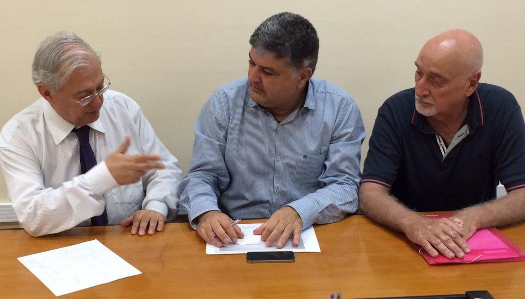 Superintendente executivo de Ciência e Tecnologia da Secretaria de Estado de Desenvolvimento Econômico (SED), Mauro Faiad, participou de encontro de trabalho na Fundação Instituto de Pesquisas Econômicas (Fipe), em São Paulo; Mauro Faiad foi recebido pelo diretor presidente da instituição, Carlos Luque, e pelo professor da Faculdade de Economia, Milton Campanário; uma das discussões abordadas durante o encontro foi o fortalecimento dos ambientes de inovação – Parques Tecnológicos e a rede de Institutos Tecnológicos do Estado de Goiás (Rede Itego) –, por meio de políticas públicas a serem executadas via Inova Goiás